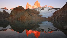 Laguna de Los Tres e montagem Fitz Roy no fundo, Patagonia, Argentina