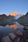 Laguna de Los Tres och montering Fitz Roy på soluppgång Fotografering för Bildbyråer