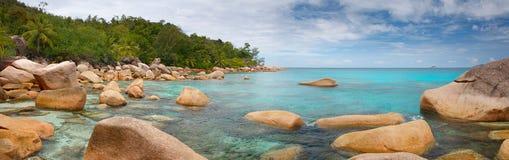 Laguna de Seychelles del panorama del paisaje Imagen de archivo libre de regalías