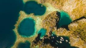 Laguna del gemelo de la visión aérea, mar, playa Isla tropical Busuanga, Palawan, Filipinas almacen de video