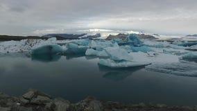Laguna del ghiacciaio stock footage