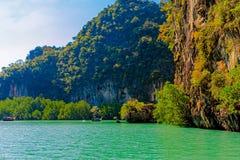 Laguna dell'isola con una barca Fotografia Stock