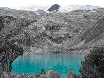 Laguna 69 en el Blanca de Cordillera, cerca de Huaraz Perú imagen de archivo