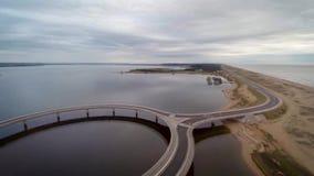 Laguna Garzon, Maldonado, Uruguay, schöner Schuss der Kreisbrücke stock footage