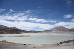 Laguna Honda - Diepe Lagune - in Atacama-Woestijn in Bolivië Stock Afbeelding