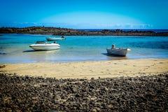 Laguna mit weißen Booten bei Isla de Los Lobos Lizenzfreie Stockfotos