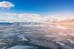 Laguna natural de Jukulsarlon del lago de la estación del invierno de Islandia Imagen de archivo libre de regalías