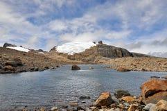 Laguna Stor de la Toppig bergskedja Arkivfoto