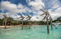 Laguna tropicale di nuoto sul lungomare in cairn con artific immagini stock