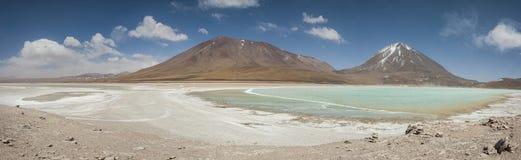 Laguna Verde är en högt koncentrerad salt sjö som lokaliseras på foten av den Licancabur vulkan Royaltyfri Fotografi