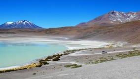 Laguna Verde är saltar sjön, i den sydvästliga Altiplanoen i Bolivia arkivfoto