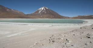 Laguna Verde è un lago di sale altamente concentrato situato nel parco di Eduardo Avaroa Andean Fauna National Fotografia Stock Libera da Diritti