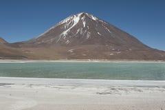 Laguna Verde сильно сконцентрированное озеро соли расположенное в национальном парке фауны Eduardo Avaroa андийском Стоковые Изображения RF