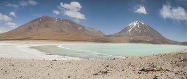 Laguna Verde сильно сконцентрированное озеро соли расположенное на ноге вулкана Licancabur Стоковые Изображения RF