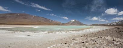 Laguna Verde сильно сконцентрированное озеро соли расположенное на ноге вулкана Licancabur Стоковая Фотография