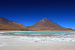 Laguna verde, grön lagun i Bolivia Royaltyfria Foton