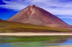 Laguna Verde i Bolivia Arkivbild