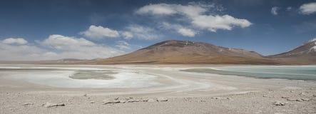 Laguna Verde jest wysoce skoncentrowanym słonym jeziorem lokalizować przy stopą Licancabur wulkan Obraz Stock