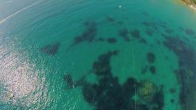 laguna Vista dall'aria, mare Paesaggio pittoresco del mare Litorale Malta Acqua dell'oceano del turchese archivi video