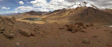 Lagunas altiplà ¡ nicas - Parque nacional萨哈马 免版税库存照片