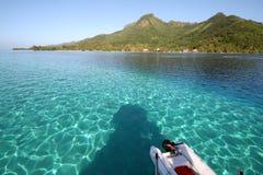 Lagune bleue d'un bateau photographie stock libre de droits