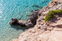 Lagune clair comme de l'eau de roche de bleu de turquoise Images libres de droits
