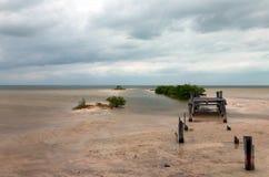 Lagune détériorante abandonnée de Chachmuchuk de dock de bateau en Isla Blanca Cancun Mexico Images libres de droits