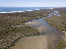 Lagune d'Urunga sur la côte du nord de la Nouvelle-Galles du Sud photographie stock libre de droits
