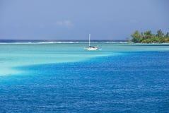 Lagune de pétillement dans le South Pacific, Moorea Photographie stock