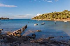 Lagune de pilier et de bateau dans le Croate Photos stock