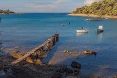 Lagune de pilier et de bateau dans le Croate Images stock