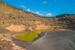 Lagune el Golfo兰萨罗特岛 免版税库存照片