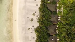 Lagune et pavillon sur l'île des Maldives clips vidéos