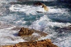 Lagune mit cyan-blauem Wasser Lizenzfreie Stockfotos