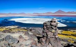 Lagune rouge, réservation d'Eduardo Avaroa Andean Fauna National, Bolivie Photo stock
