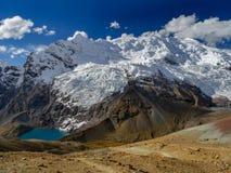 Lagune unter dem ausangate Gletscher stockfoto