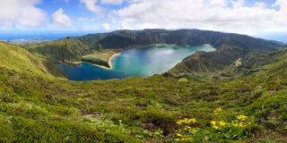 Lagune volcanique sur l'île des Açores Photographie stock libre de droits