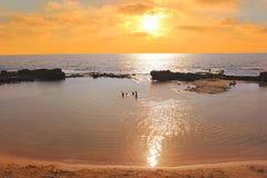 Lagune zur Sonnenuntergangzeit im Nationalpark Achziv, Israel Lizenzfreie Stockfotos