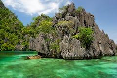Lagunes et roches d'île de Coron, Philippines Photo stock