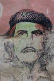 Lahavannacigarr, Kuba, Januari 9, 2017: Che Guevara ståendegrafitti på väggen royaltyfria foton