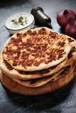 Lahmacun, турецкая пицца мяса Стоковое Изображение