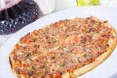 Lahmacun Pain plat arménien bourré de la viande Photo libre de droits
