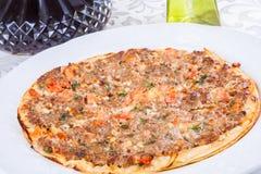 Lahmacun Pain plat arménien bourré de la viande Image stock