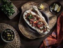 Lahmacun - turkisk pizza på en wood bakgrund Royaltyfria Bilder
