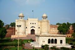 Lahore fort och gravvalv av Allama Iqbal Arkivbild
