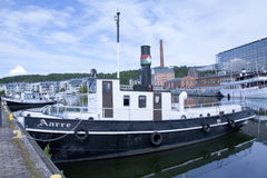LAHTI FINLAND 20 JULI 2015 Sänd i hamn Arkivbild