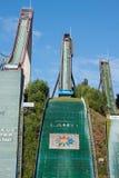 LAHTI, FINLANDIA - JUNIO 21,2011: El símbolo de la ciudad, salto de esquí Imágenes de archivo libres de regalías