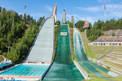 LAHTI, FINLANDIA - JUNIO 21,2011: El símbolo de la ciudad, salto de esquí Fotos de archivo libres de regalías