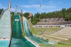 LAHTI, FINLANDIA - JUNIO 21,2011: El símbolo de la ciudad, salto de esquí Fotografía de archivo libre de regalías