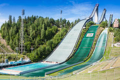 LAHTI, FINLANDIA - JUNIO 21,2011: El símbolo de la ciudad, salto de esquí Foto de archivo libre de regalías